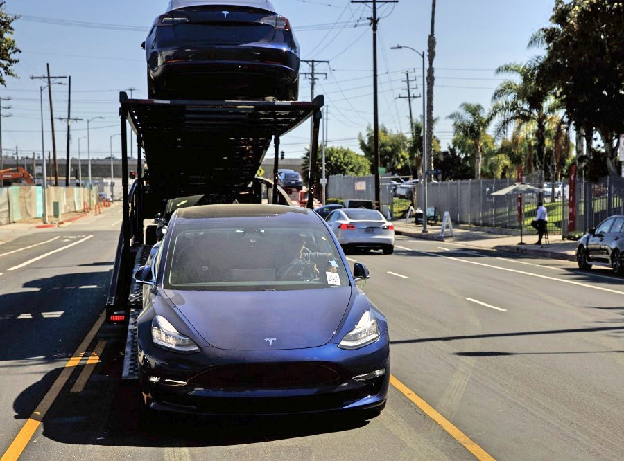 Tesla Says Orders Placed By Oct 15 Eligible For Full Tax Credit